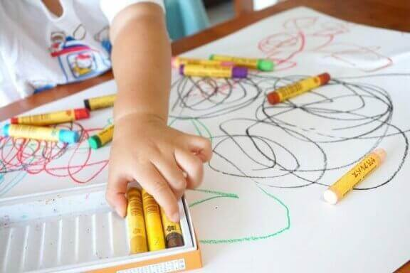 Voit tulkita lapsen piirustusten värejä ja saada selville lapsen ajatusmaailmaa