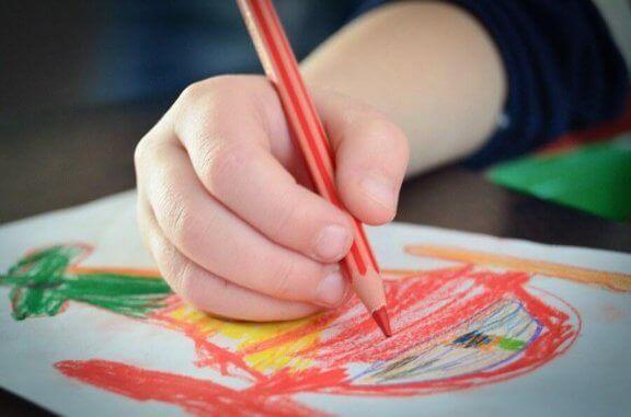 Kuinka tulkita lapsen piirustusten värejä?