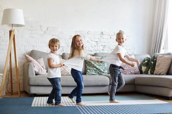 Vaikuttaako sisarusten välinen syntymäjärjestys lasten persoonallisuuteen?