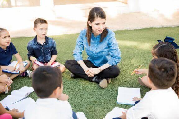 Mitä on ulkona oppiminen ja miten se hyödyttää lapsia?