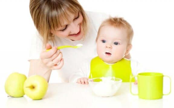 Miten vauvalle kannattaa antaa uusia ruokia?