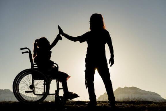 Arki vammaisen sisaruksen kanssa iloineen ja haasteineen