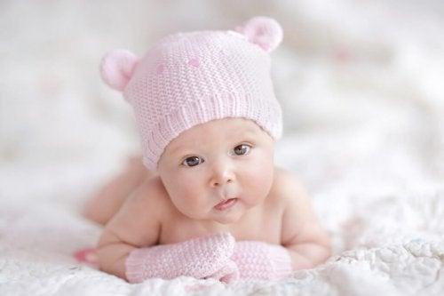 Mihin asioihin kannattaa kiinnittää huomiota ostettaessa vaatteita vastasyntyneelle?