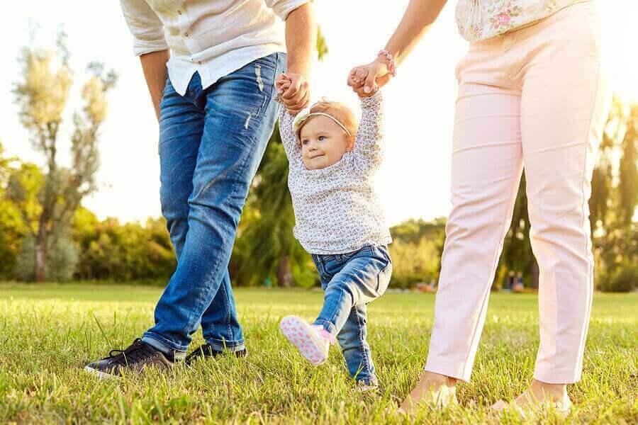 Mistä lapsen sisäänpäin kääntyvät jalkaterät johtuvat?