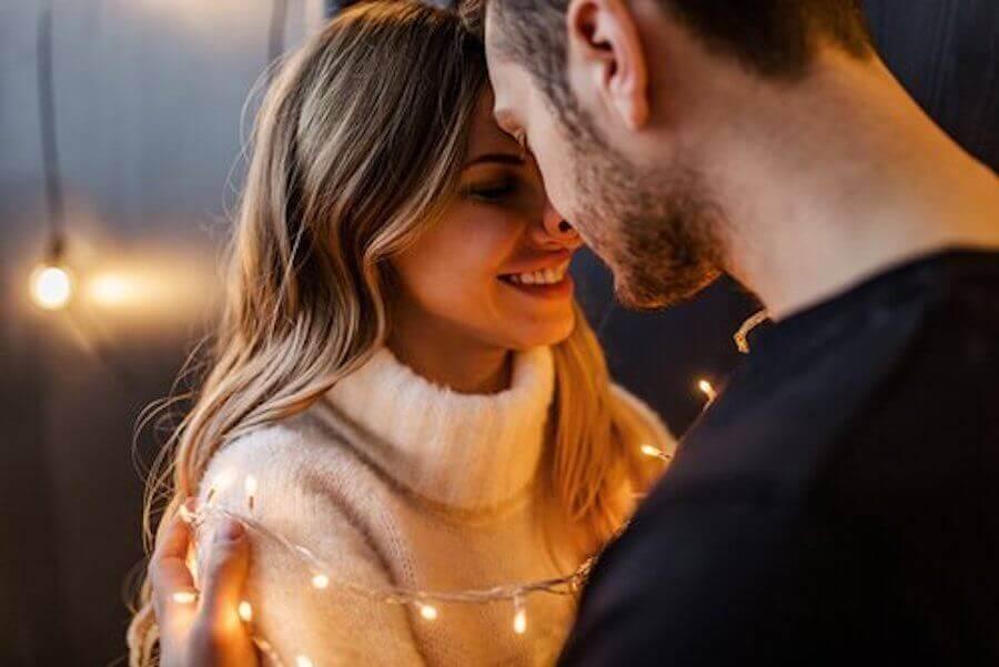 Kuinka yllättää kumppani pitkässä parisuhteessa?