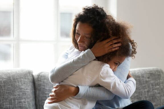 Lapsi saattaa pelätä, että hänen vanhemmalleen tapahtuu jotain pahaa tämän ollessa poissa