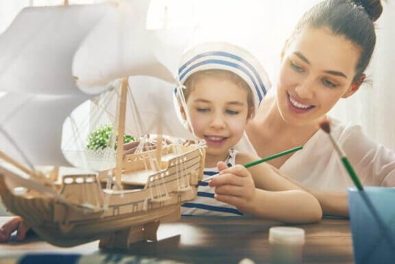 Kotona tehtävät aktiviteetit vahvistavat lapsen koulussa oppimaa