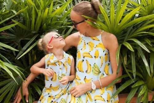 Uusi trendi: Yhteensopivien vaatteiden käyttäminen lapsen kanssa