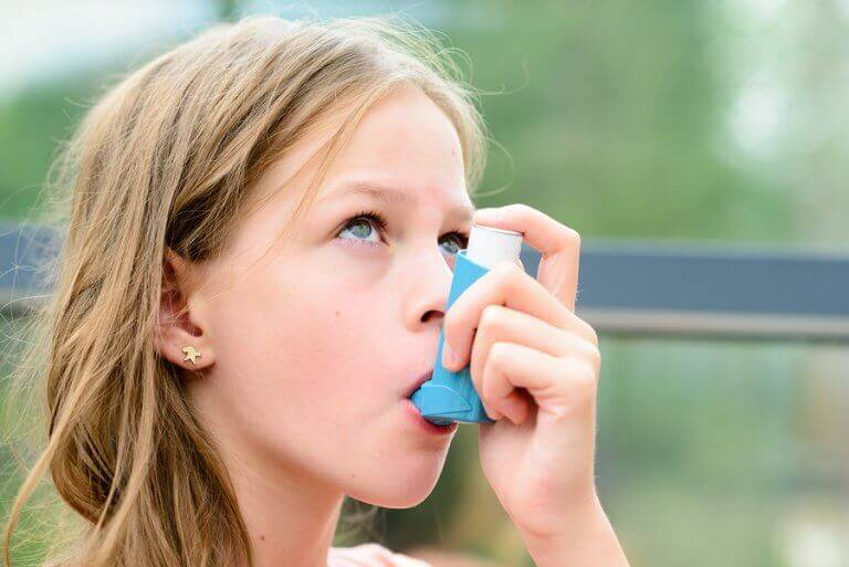 Voiko astmaa sairastava lapsi harrastaa liikuntaa?