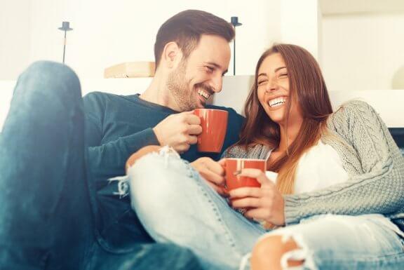Tutkijat kertovat minkälaiset parisuhteet kestävät