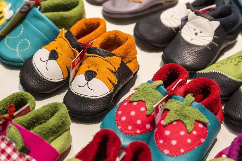 Ovatko lasten pyörälliset kengät hyvä vai huono keksintö?