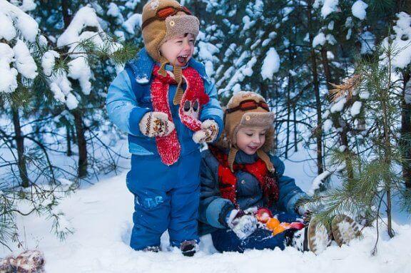 9 koko perheen hauskaa lumileikkiä