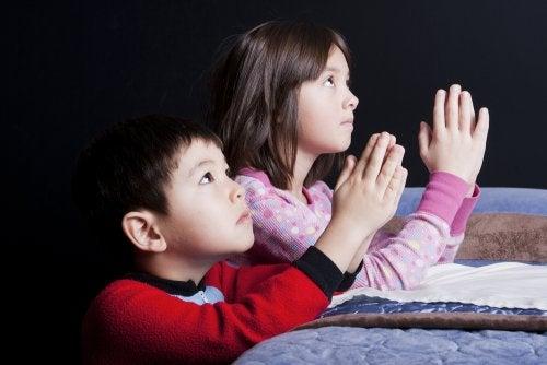 Omia uskonnollisia vakaumuksia ei tule tuputtaa lapselle