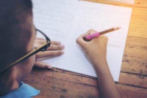 5 harjoitusta lapsen käsialan parantamiseksi