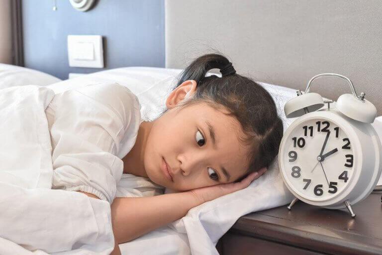 Miksi lasta pelottaa nukkua kodin ulkopuolella?