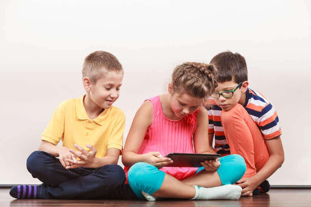 Mikä on hyvä ikä alkaa käyttää sosiaalista mediaa?