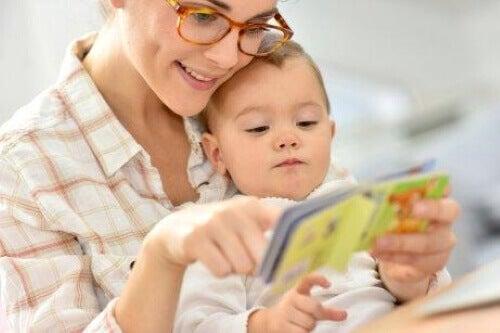 7 stimuloivaa aktiviteettia puolen vuoden ikäiselle vauvalle