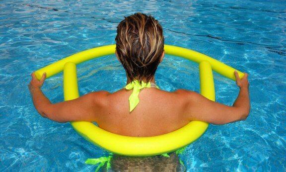 Vesi saa kehon tuntumaan kevyemmältä