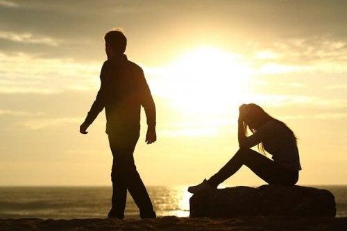 Kumppanista eroamisen vaikutukset ja surun vaiheet