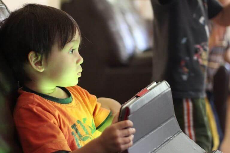 Kuinka pitää lapset turvassa verkossa?