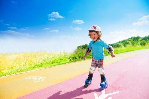 Kuinka opettaa lasta rullaluistelemaan?