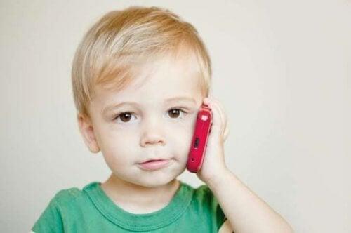 Mikä on lasten ekolalia ja miten sitä voidaan hoitaa?