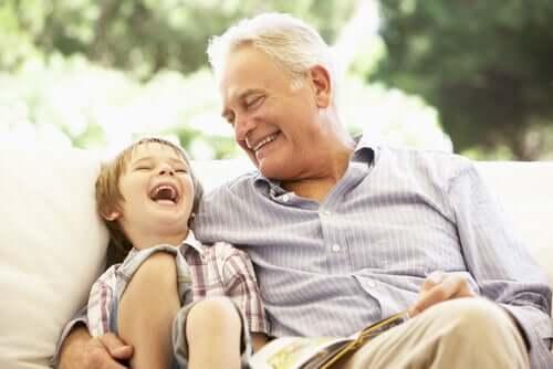 Osa lapsiperheistä kuormittaa isovanhempia liikaa