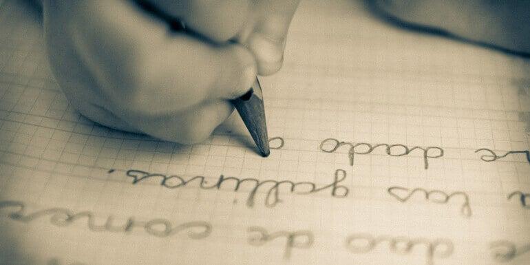 Lapsen käsinkirjoitusta voi parantaa hauskojen harjoitusten avulla