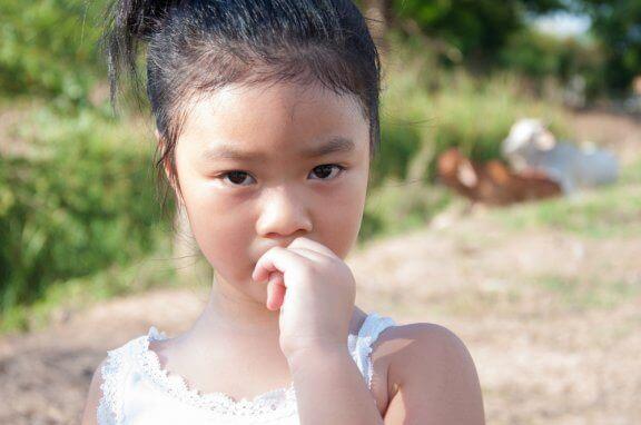 Miten lapsen kynsien pureskelu saadaan loppumaan?