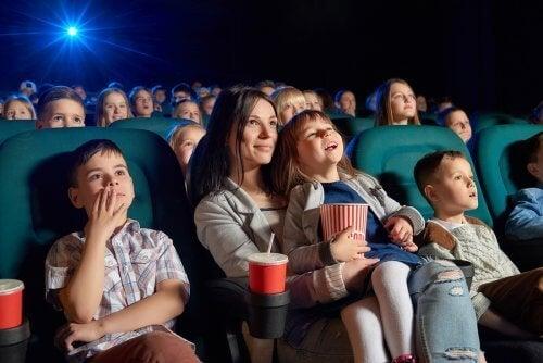 Perhe elokuvateatterissa