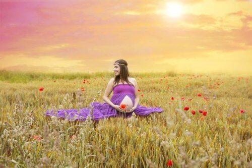 Tiedostettu raskaus opettaa tulevaa äitiä nauttimaan nykyhetkestä
