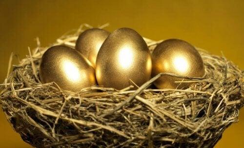 Tarina kultaisista munista kertoo ahneudesta