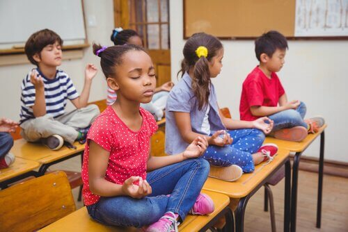 Luokkahuoneen selkeä ja yksinkertainen rakenne auttaa lasta oppimaan paremmin