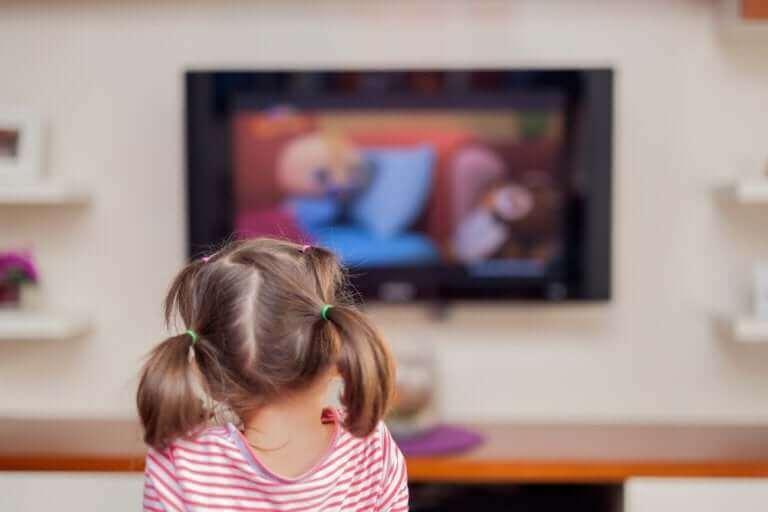 Kuinka liiallinen ruutuaika vaikuttaa pieniin lapsiin?