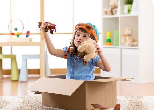 Symbolinen leikki edistää lapsen kykyjä ja taitoja.