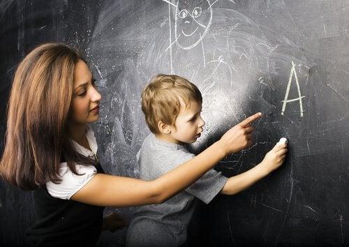 Millaisin eri metodein lapsia voidaan opettaa lukemaan?