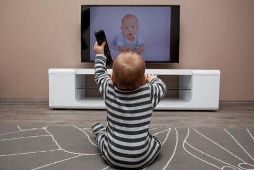 Kuinka liiallinen ruutuaika vaikuttaa lapsiin?