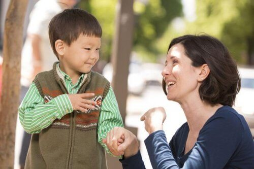 Kuulovammaisen lapsen kasvattamisessa tulee huomioida lapsen erityispiirteet.