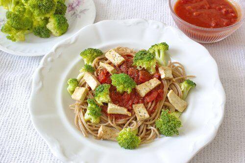 Miten ravinto vaikuttaa koulumenestykseen?