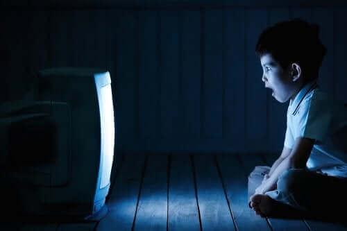 Kuinka ylenmääräinen ruutuaika vaikuttaa lapsiin?