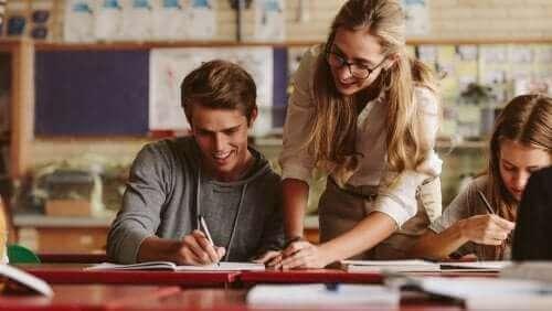 Opintosuunnitelmamalli korostaa opettajan ammatillista kehittymistä