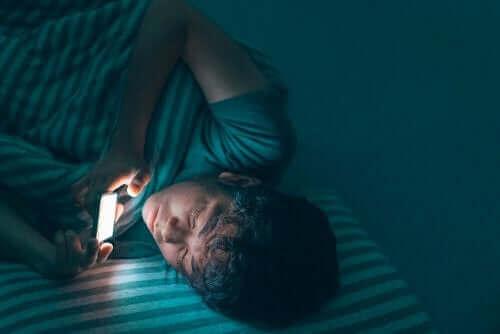 Monet muutokset nuoruusiässä vaikuttavat myös lapsen unenlaatuun