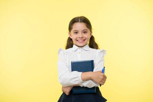 Koulupukujen Hyodyt Ja Haitat Aitiyden Ihme