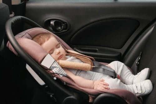 Lasten turvaistuimet on tehty turvaamaan lapsen automatka