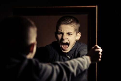 Vanhempien tulisi puuttua heti nuoren häiriökäyttäytymiseen