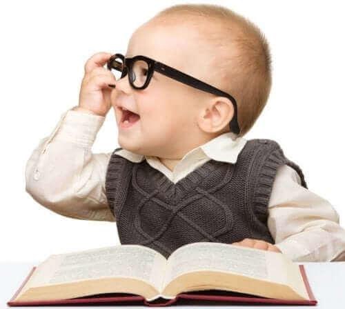 Lasten älykkyyden mittaaminen erilaisten testien avulla