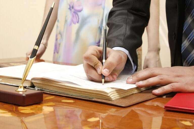 Avioehto varmistaa puolisoiden taloudellisen tilanteen avioeron sattuessa