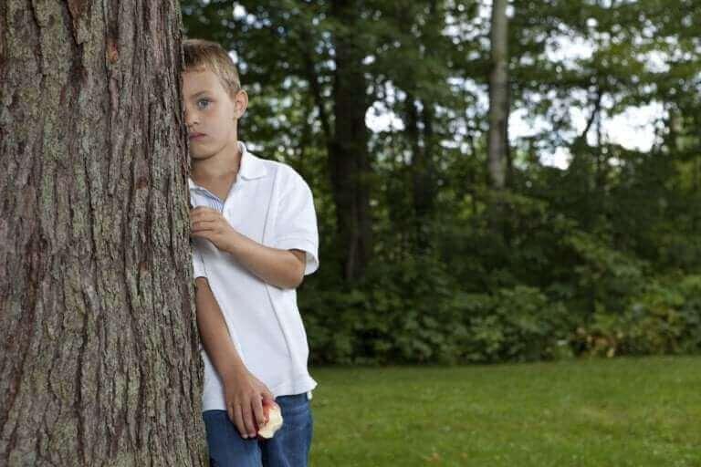 Introvertti lapsi suosii ennemmin omaa kuin muiden ihmisten seuraa