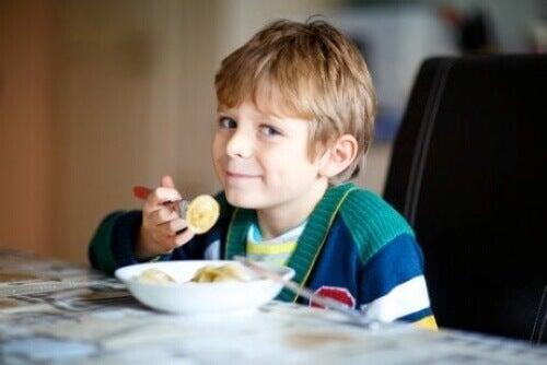 Kaikki, mitä sinun tulee tietää keliakiasta lapsilla ja nuorilla