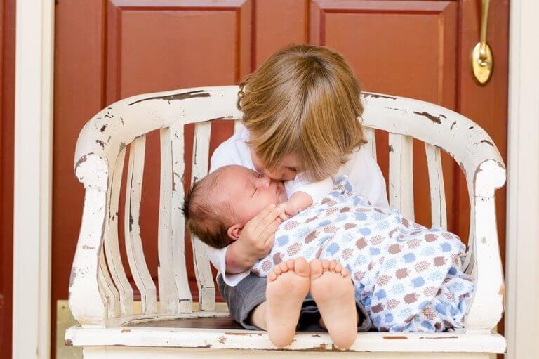 Sisaruksen saapuminen tarkoittaa uusia seikkailuja molemmille lapsille
